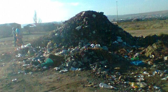 Illness risk for poor who pick food off dumpsites
