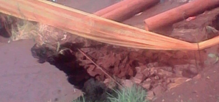 Sinkhole havoc for Khutsong community