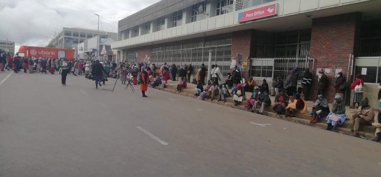 #CoronavirusSA: Chaos at Sassa pay points on day one