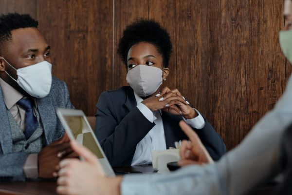 Covid-19: Masks affect social distancing