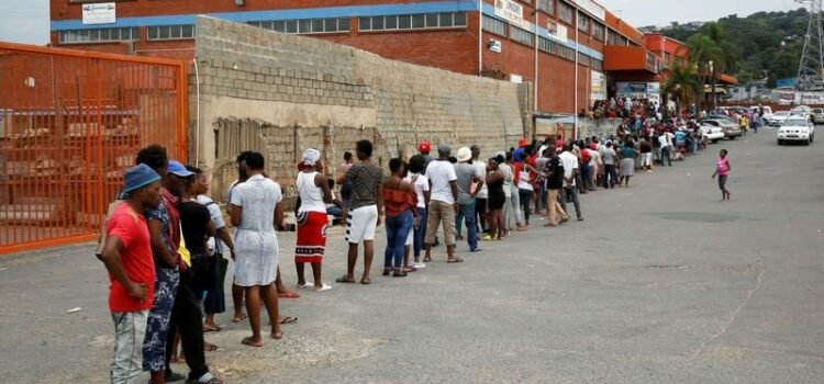 Long queues in the Eastern Cape could accelerate spread of Covid-19