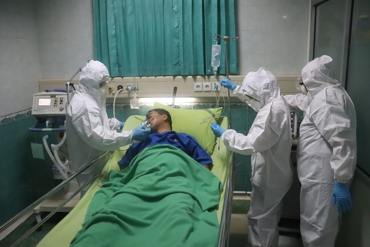 Covid-19 threatens to overwhelm Gauteng hospitals.